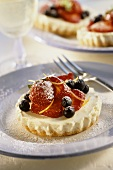Cheesecakes with fresh strawberries