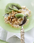 Millet and kiwi fruit muesli