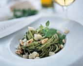Spaghetti verdi alla pecoraia (Spicy herb spaghetti)
