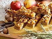 Apple and nut slice with oat flakes