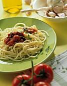 Spaghetti al pomodoro (Spaghetti mit Tomaten-Gemüse-Sauce)