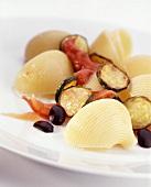 Conchiglie condite (Conchiglie with fried courgettes)