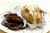 Baked potato with sour cream dressing and beetroot