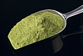 Spinach powder (flavour enhancer and colouring agent)