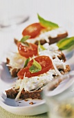Wholemeal bread with cheese mousse and tomatoes