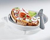 Radish and quark sandwich with turkey ham
