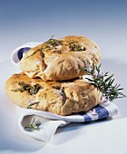 Focaccia aromatica (focaccia with herbs and olives)