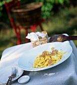 Tagliatelle alla piemontese (Ribbon pasta with truffle slices)