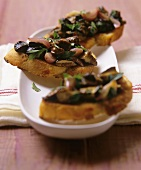Crostini ai funghi (Toasted bread with bay boletes, Italy)