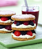 Small sponge cake with berry and cream filling