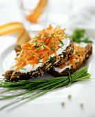 Wholemeal bread, sour cream, carrots & chives (food combining)