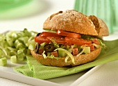 Salad burger (roll filled with lettuce and tomatoes)