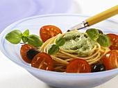 Spaghetti con salsa al basilico (Pasta with basil sauce)