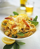 Tagliatelle with shrimps, mangetouts and lemon sauce