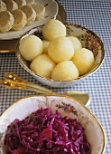 Accompaniments: red cabbage, potato- & napkin dumplings