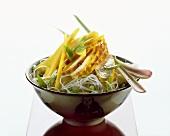 Glass noodles with chicken breast fillet & mango strips