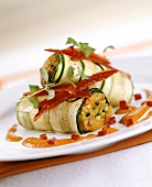 Stuffed courgette rolls with strips of pepper