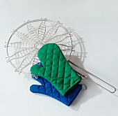 Barbecue gloves and barbecue holder for fish