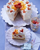 Apricot and champagne gateau with strawberries