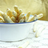 White asparagus spears in an enamel dish