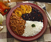Pabellon Criollo (meat in tomato sauce and black beans)