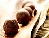 Zu Kugeln geformte Kakaomasse