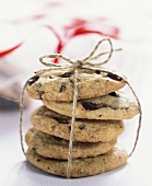 Five chocolate cookies tied in a parcel