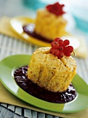 Rice muffins with redcurrant sauce