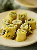 Involtini di pasta al timo (Nudelröllchen mit Thymian)