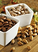 Toasted almonds (with salt, paprika and curry powder)