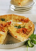 Allgäu Emmental quiche with sauerkraut, apple and bacon