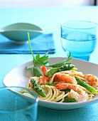 Spaghetti veneti (Spaghetti with shrimps & green asparagus)