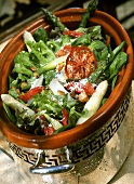 Green salad with asparagus, tomatoes and pine nuts