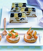 Melon tartlets and grape slices