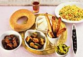 Türkische Raki-Tafel mit warmen und kalten Vorspeisen