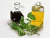 Aceto Balsamico, Öl, Kräuter (Zutaten für Kräutervinaigrette)