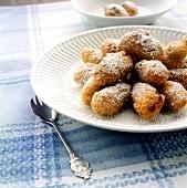 Frittelle di ricotta (deep-fried ricotta balls, Italy)