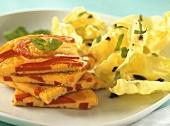 Paprika-Tortilla und Kopfsalat mit Essig-Öl-Dressing & Oliven