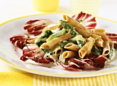 Wholemeal penne with green asparagus and radicchio