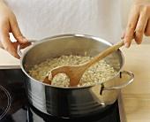 Mohnspätzle zubereiten (als Beilage oder Suppeneinlage)