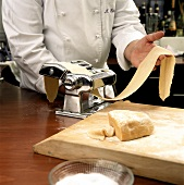 Working pasta dough with a machine