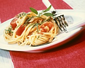 Spaghetti all'umbra (Spaghetti with tomatoes, mushrooms & sage)