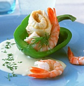Plaice rolls and shrimps in green pepper