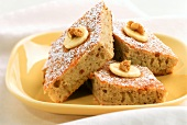Quick banana cake with nuts