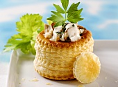 Vol-au-vent with turkey & mushroom filling