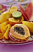 Teller mit Früchten aus Südamerika