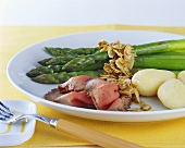 Green asparagus with almond butter, roast beef and potatoes