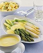Asparagus with hollandaise sauce; potatoes