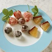 Gezuckerte Früchte als Tortenverzierung