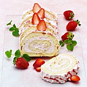 Sponge roulade with strawberry cream